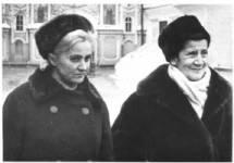 Prijateljice Mira Alečković i Desanka Maksimović