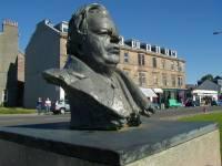 Џон Логи Берд - споменик у Хелензбургу