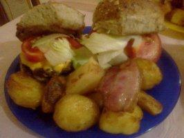 Čizburger sa mladim krompirom u slanini