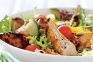 Letnja pileća salata sa paradajzom