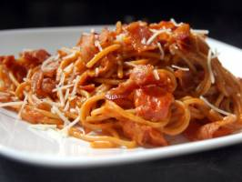 Špagete sa pančetom i mocarelom