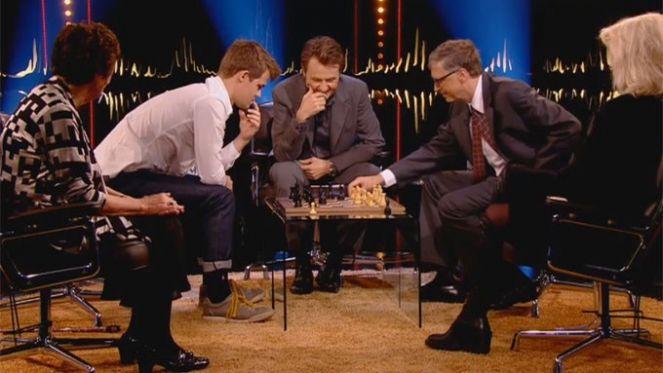 Magnus Karlsen pobedio Bila Gejtsa u šahu za samo 79 sekundi