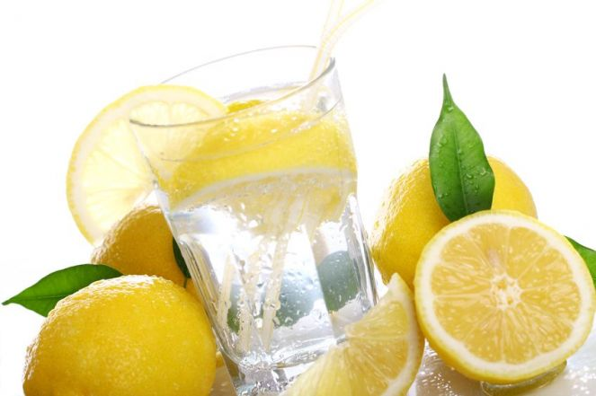Da li ujutro pijete mlaku vodu sa limunom?